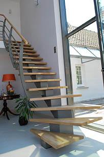 Escaleras met licas en pamplona navarra ibarkalde s l escaleras de caracol rectas - Escaleras con peldanos de madera ...