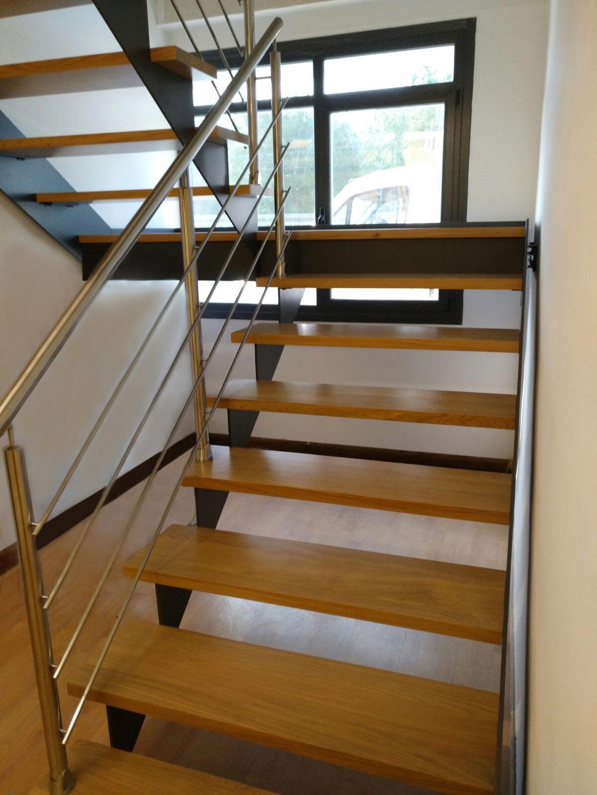 Escalera interior para oficina en olazagut a navarra for Ver escaleras de interior