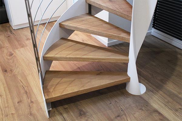 Escalera helicoidal de dise o exclusivo con barandilla en for Escaleras helicoidales