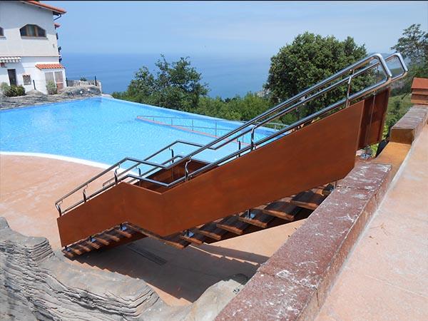 Escalera recta modelo deba en acero corten para for Escalera exterior de acero galvanizado precio
