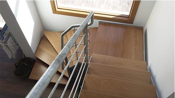Escalera de tres plantas para vivienda unifamiliar for Cuanto vale una escalera