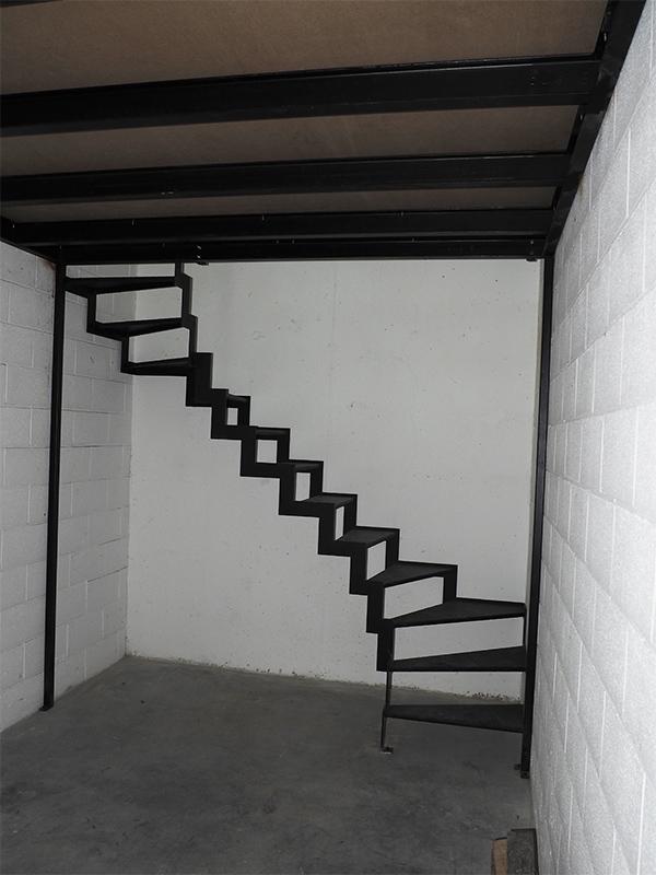 Entreplanta para garaje con escalera y barandilla de for Cuanto vale una escalera