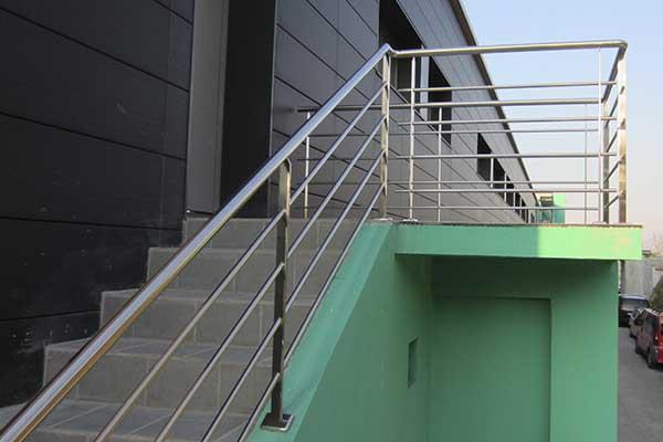 Barandillas ibarkalde s l hernani gipuzkoa for Escalera exterior de acero galvanizado precio