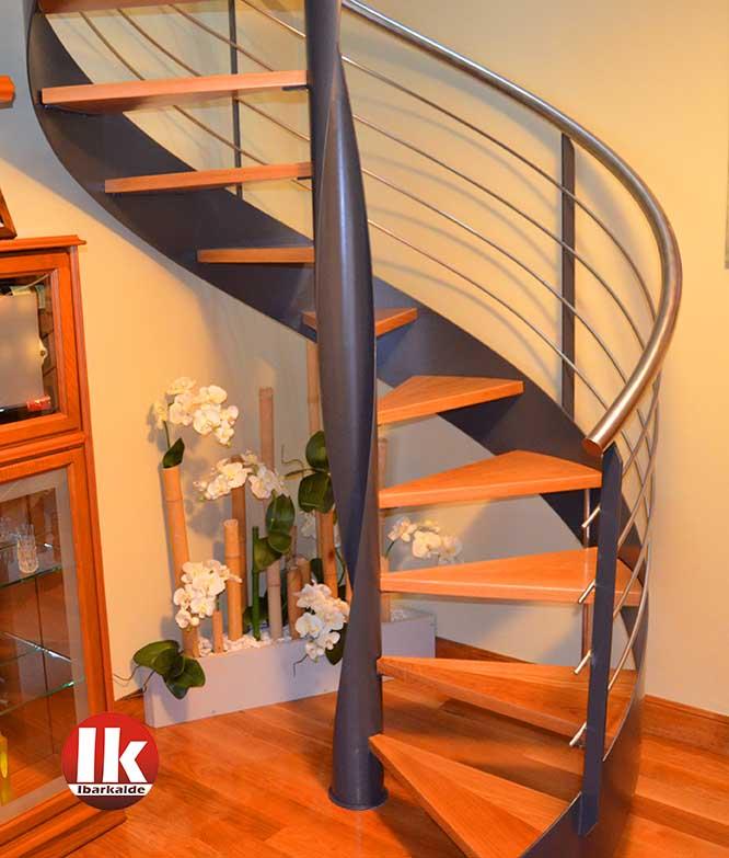 Escaliers biarritz m talliques en spirale droites for Gradas metalicas para casas