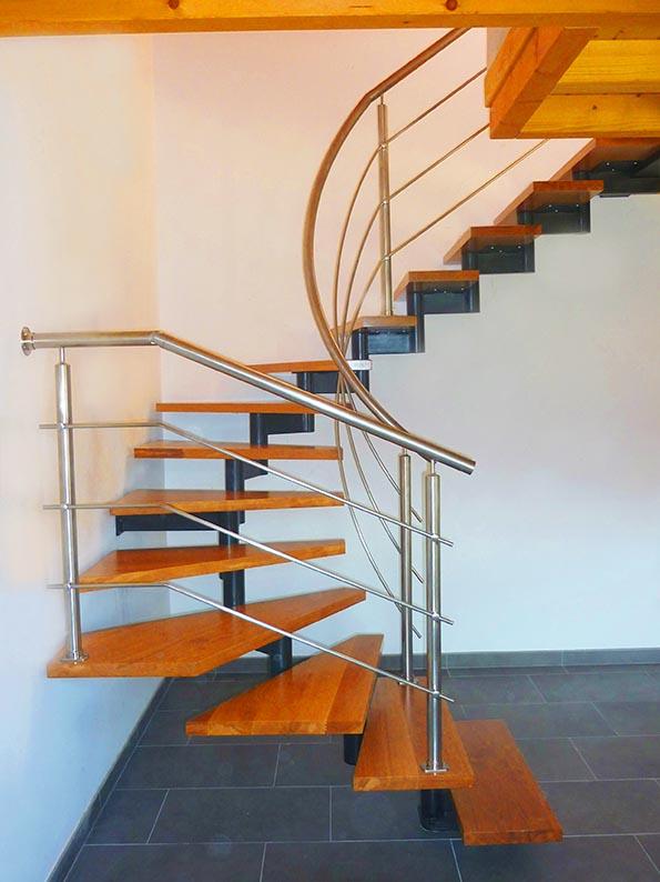 escalera compensada de eje central en ibarkalde sl escalera con madera de roble y barandillas en inoxidable