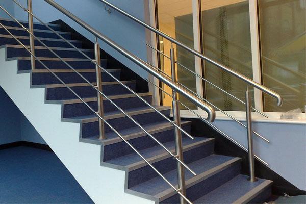 Barandillas en gipuzkoa de hierro acero inoxidable for Pasamanos de escaleras interiores