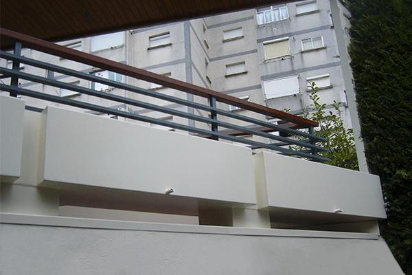 barandillas en acero galvanizado y jardineras jardineeras metalicas a medida en herreria hondarribia