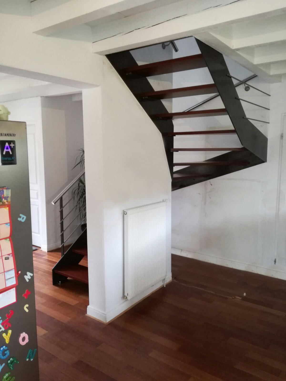 Proyecto de 25 escaleras en bayona acabado de forja con for Aprovechar hueco escalera duplex