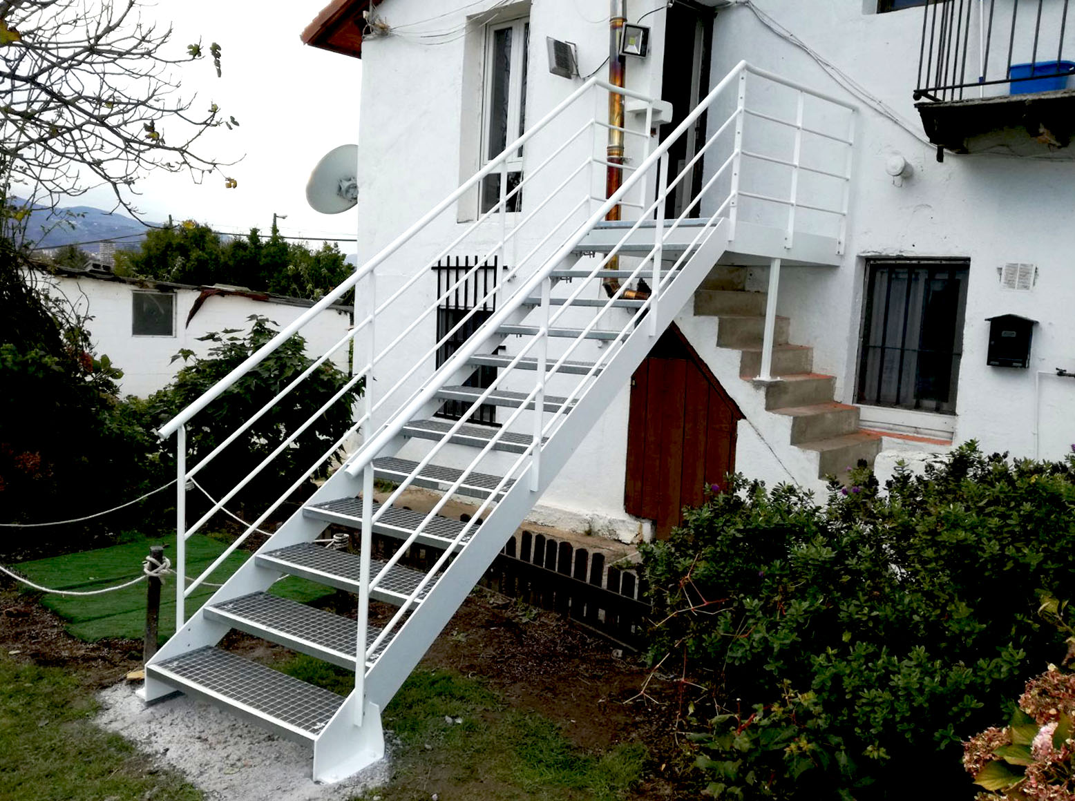 Escalera modelo erandio exterior para acceso a vivienda - Escaleras para viviendas ...