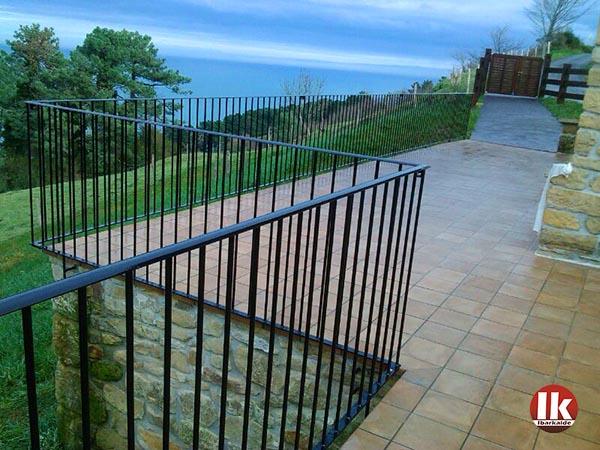 Barandilla de hierro en donostia san sebasti n para cerramiento de terraza ibarkalde s l - Barandillas de hierro ...