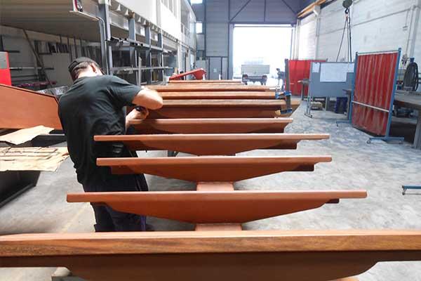 Peldaos de madera baratos beautiful escalera recta con peldaos de madera estructura de metal - Fabricar escalera de madera ...